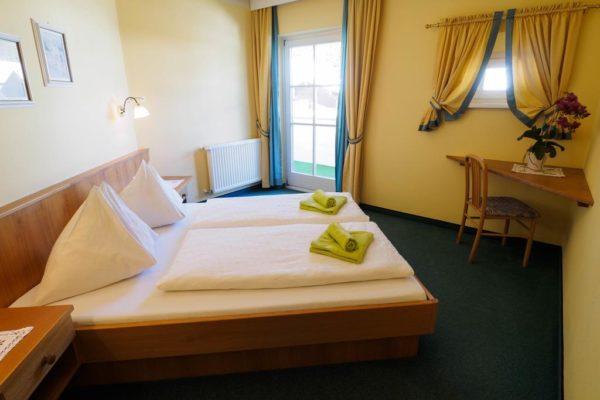 Urlaub in Österreich buchen im 3-Sterne Aparthotel Alpine in Filzmoos - Schlafzimmer