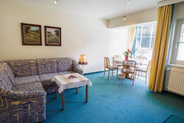 Urlaub in Österreich buchen im 3-Sterne Aparthotel Alpine in Filzmoos - Wohnzimmer02